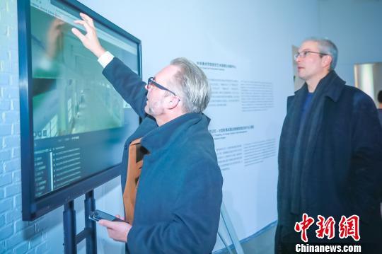 中央美术学院视觉艺术高精尖创新中心特聘专家在现场 钟欣 摄